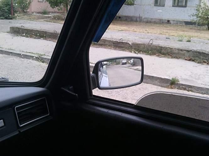 Как правильно настроить правое зеркало авто для безопасной езды по городу