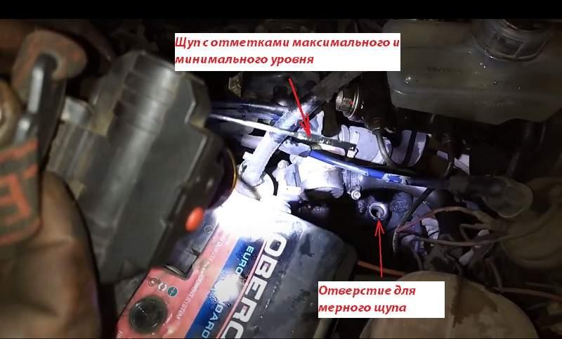 Заливаем свежее масло в коробку передач ВАЗ 2110 через щуп