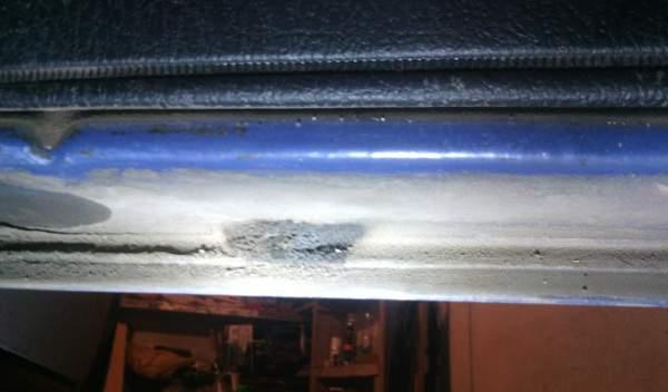 Забитое дренажное отверстие в дверях ВАЗ 2107