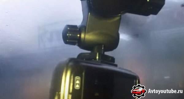 Чем надежнее крепление видеорегистратора к стеклу, тем лучше