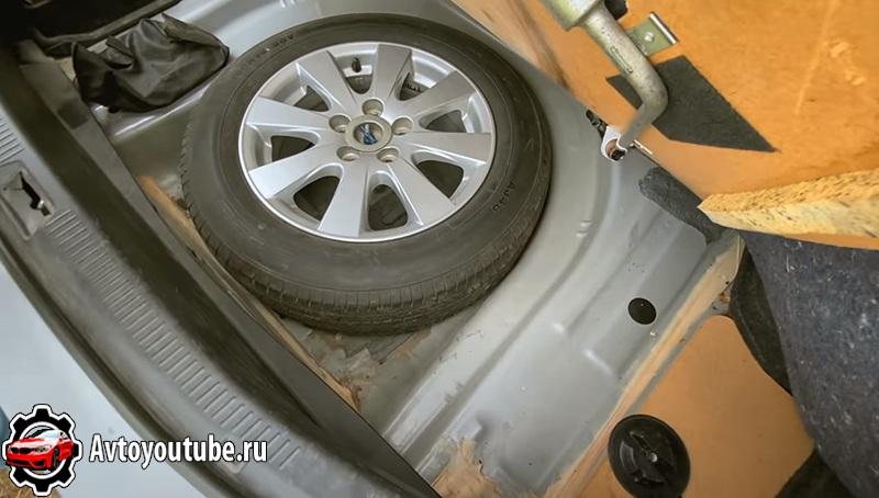 Герметик в багажнике Камри 40 не должен быть покрыт ржавчиной корыто должно быть целым
