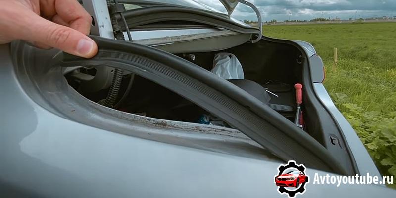 Под уплотнительной резинкой багажника Камри 40 кузов может быть ржавчина